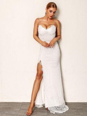 Разрезное кружевное платье с открытой спиной