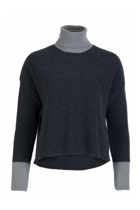 Серый свитер с контрастными вставками