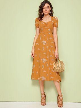 Расклешенное платье со сборками и цветочным принтом