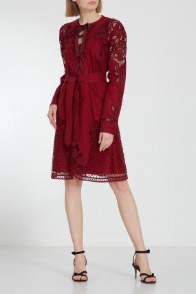 Красное платье-миди с отделкой