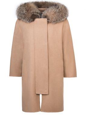 Пальто с меховой оторочкой