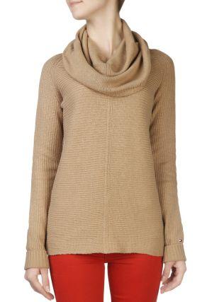 Светло-коричневый свитер с объемным воротником