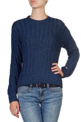 Темно-синий свитер крупной вязки