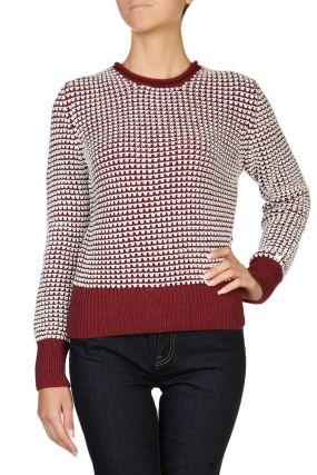 Бордовый свитер с узором