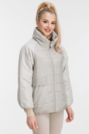 Утепленная женская куртка со съемным капюшоном