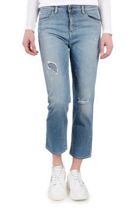 Укороченные джинсы с заплатками