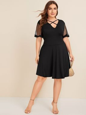 Платье с контрастной сеткой размера плюс