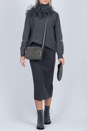 Темно-серый свитер фактурной вязки