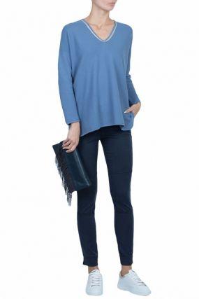 Голубой пуловер с контрастной отделкой