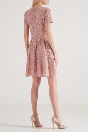 Розовое платье с отделкой