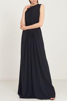 Длинное черное платье с плиссе