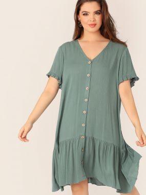 Платье с пуговицами и оборкой размера плюс