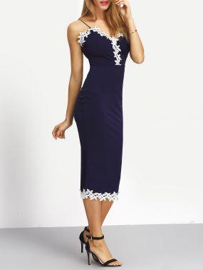 Тёмно-синее платье с кружевной отделкой на бретельках