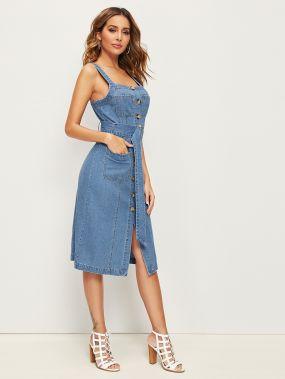 Джинсовое платье с карманом и пуговицами