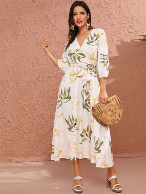 Платье с оригинальным рукавом и цветочным принтом