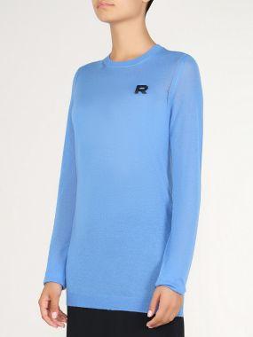 Голубой трикотажный свитер с вышивкой