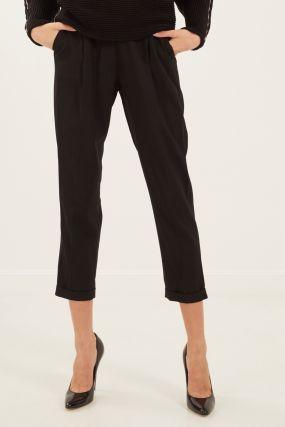 Черные брюки с подворотами