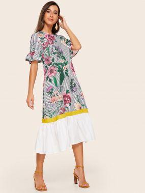 Полосатое платье с цветочным принтом и оригинальным рукавом