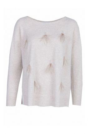 Бежевый пуловер с отделкой из перьев