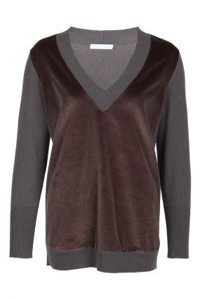 Серый пуловер с отделкой из бархата