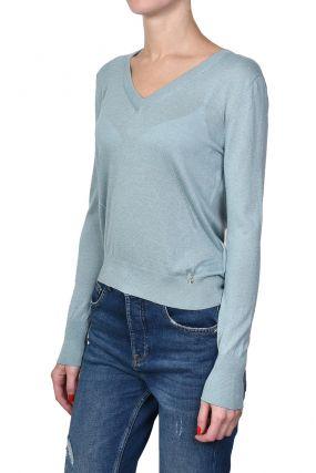 Светло-голубой пуловер