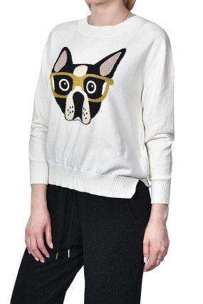 Белый пуловер с узором в виде головы собаки