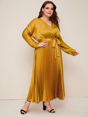 Атласное платье размера плюс с поясом