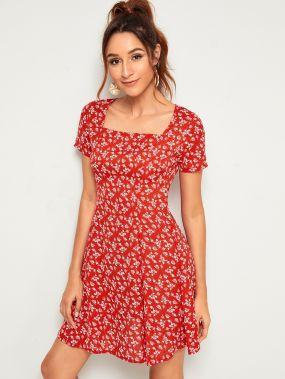 Платье с пуговицами, цветочным принтом и квадрадным воротником