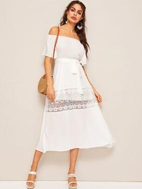 Расклешенное платье с поясом и кружевной вставкой