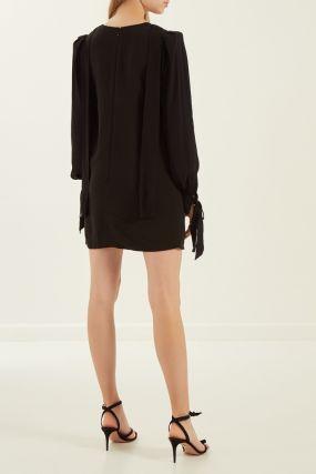 Черное платье с длинными рукавами