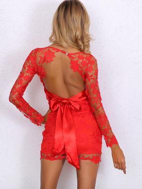 Кружевное платье с открытой спиной и глубоким вырезом
