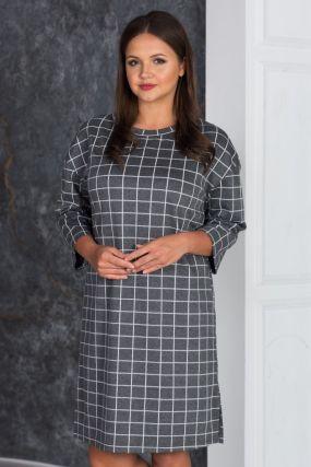 Платье прямого кроя с вырезом на спине