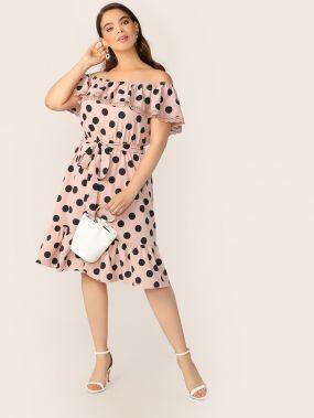 Платье размера плюс в горошек с поясом и кружевом
