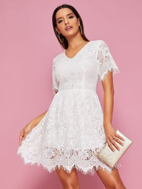Кружевное платье с молнией и V-образным вырезом
