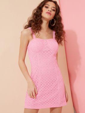 Облегающее кружевное мини-платье