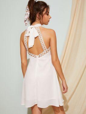 Платье-халтер с кружевом