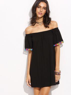 Чёрное платье с открытыми плечами с бахромой