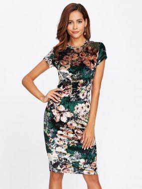 Модное бархатное платье с цветочным принтом