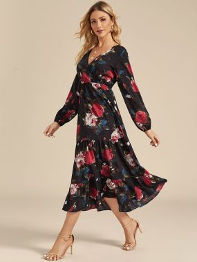 Платье с оборками, цветочным принтом и v-образным вырезом