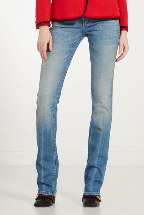 Потертые джинсы-клеш