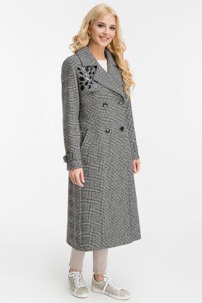Приталенное длинное пальто из шерсти с английским воротником