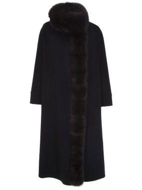 Пальто с отделкой мехом соболя