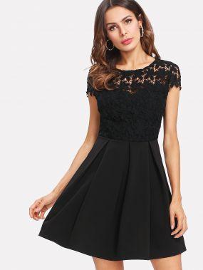 Модное платье с бантом и кружевной вставкой