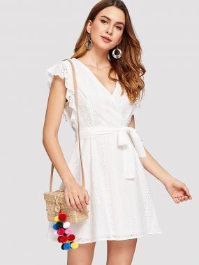 Платье с запахом и вышивкой и оборками