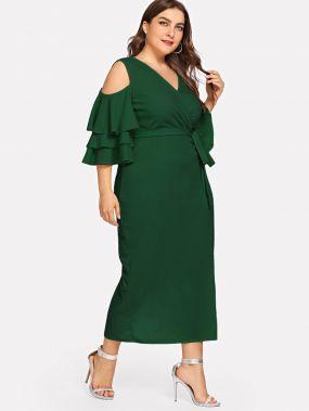 Большое платье с запахом и с открытыми плечами и рукав с розеткой