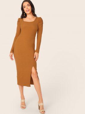 Трикотажное платье с пышными рукавами и разрезом