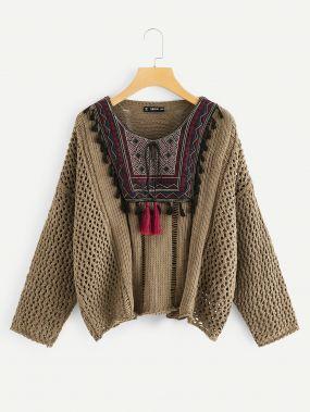 Свободный вязанный свитер с кисточкой