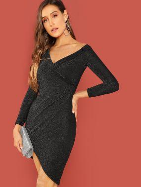 Блестящое платье с вырезом и запахом