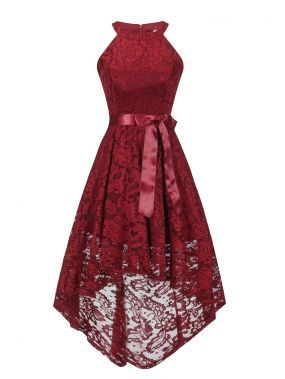 Простое асимметричное кружевное платье-халтер
