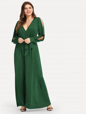 Платье с поясом и глубоким вырезом размера плюс